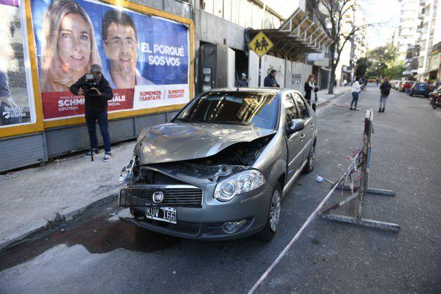 Robado por un rato. Se presume que los jóvenes quisieron sustraer un Fiat Siena pero no lo lograron.