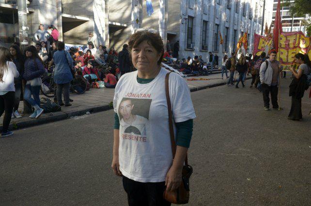 Familia. La madre de Jonatan participó de las acciones en reclamo de justicia.