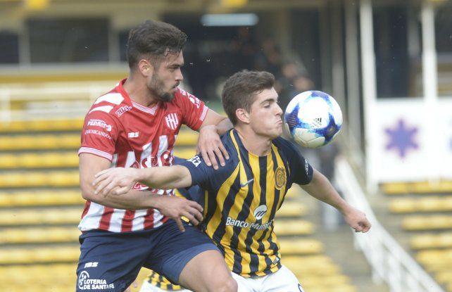 Goleador. El juvenil delantero canalla Agustín Coscia buscará esta tarde estar fino ante Unión.