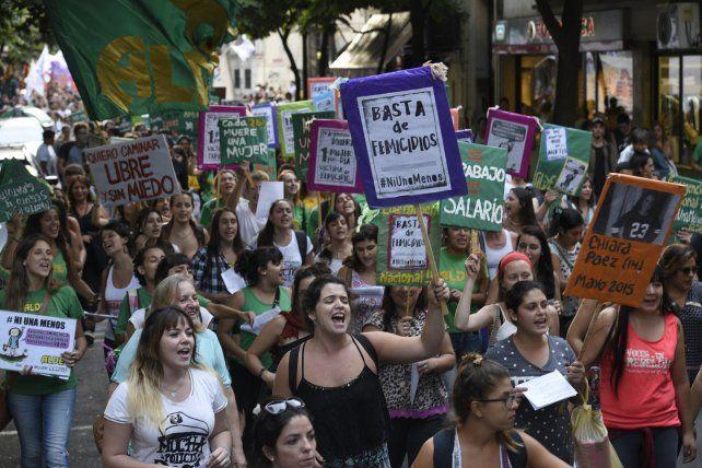 Una de las marchas que se hicieron en Rosario para pedir el cese de la violencia machista.