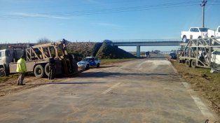 Un chofer herido en un choque entre camiones en la autopista Rosario-Santa Fe