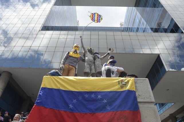 El Mercosur suspende a Venezuela por violar normas democráticas