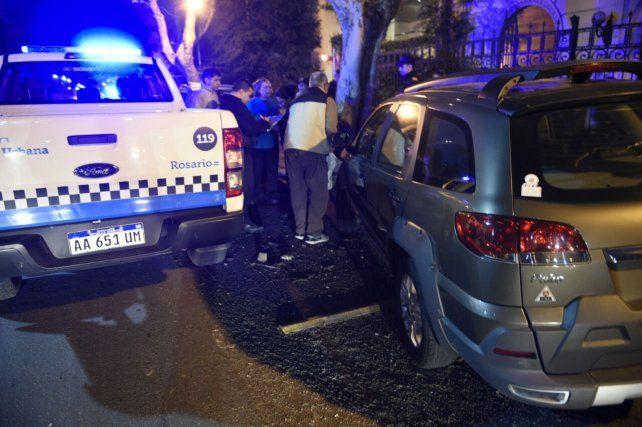 Insólito. El hecho ocurrió esta tarde y dos automóviles fueron impactados por el Renault 19.