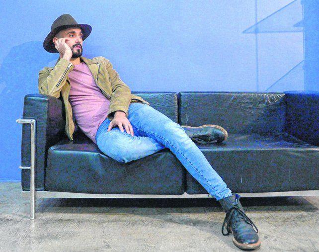 Distendido. Abel Pintos hizo un Facebook Live con este diario y mostró en esta entrevista la misma sinceridad que traslucen sus canciones.