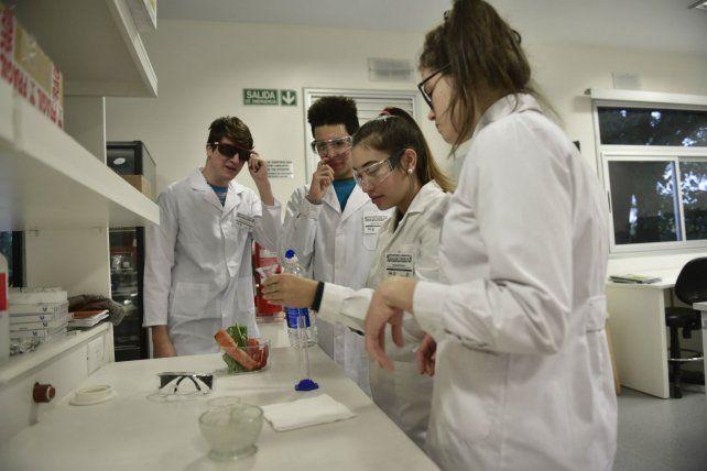 Experimentación. Las jornadas en el Max Planck incluyen el fascinante paso por los laboratorios.
