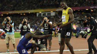 La inmensidad de Bolt se resumió en la reverencia que le dio el propio Gatlin