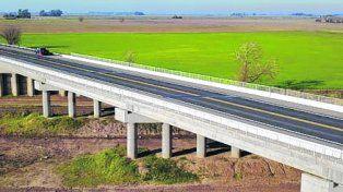 Puente sobre las vías. Evitará el paso de camiones por Hughes.