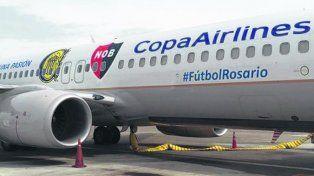 arribo. Copa que llegó a Rosario con su avión ploteado para la ocasión.