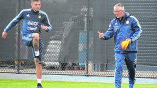 Recuperación. Icardi realiza ejercicios bajo la supervisión del profe García en la gira por Australia y Singapur.