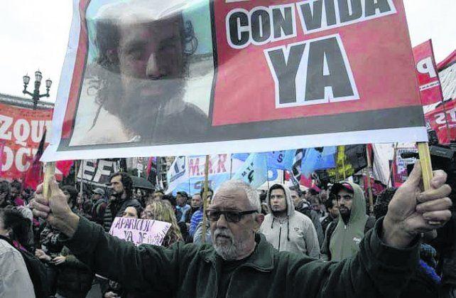 plaza del congreso. Manifestantes piden la aparición con vida.