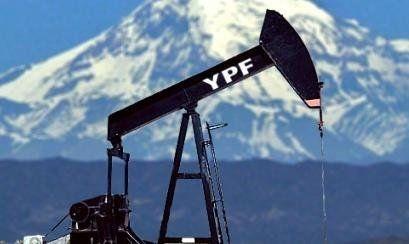 Sin piso. La producción petrolera cae pese a los anuncios oficiales.