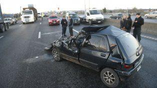 El impacto fue muy fuerte y el conductor sufrió heridas de consideración.