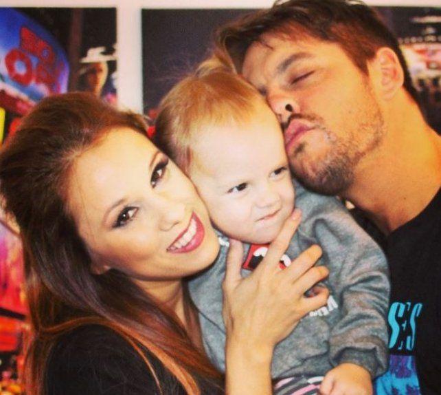 La indignación de Barby Silenzi y Francisco Delgado por una página web que se burla de su hija Elena
