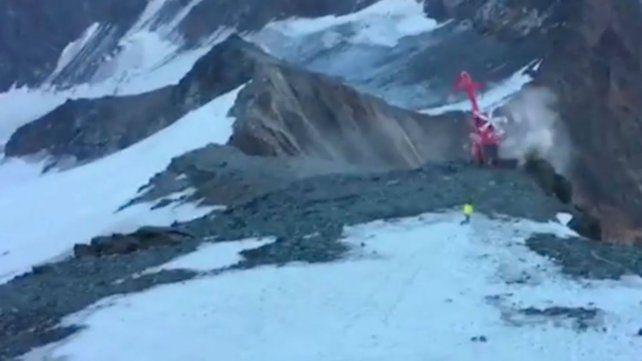 El helicóptero quedó al borde de un precipicio.