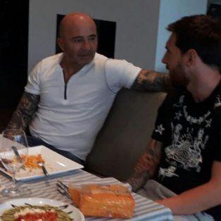 messi recibio a sampaoli en su casa, compartieron un almuerzo y hablaron de futbol