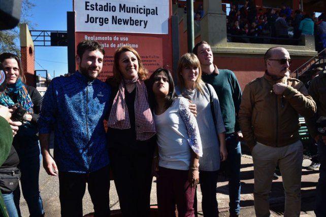 Rinden homenaje a la atleta Yanina Martinez en el estadio municipal Jorge Newbery