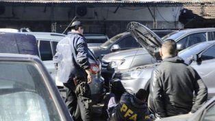 inspección. Personal de la Policía Federal detectó autopartes presuntamente originadas en robo de vehículos.