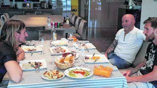 Jorge Sampaoli almorzando en Barcelona con Leo Messi