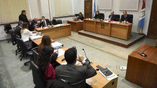 La sala de audiencias con todos sus protagonistas. Hoy se reanuda el debate.