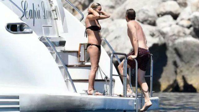 Las vacaciones de Kate Moss en Italia, con topless y mimos con su novio