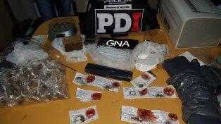 Le encontraron droga en un operativo vehicular y secuestraron más al allanar su casa