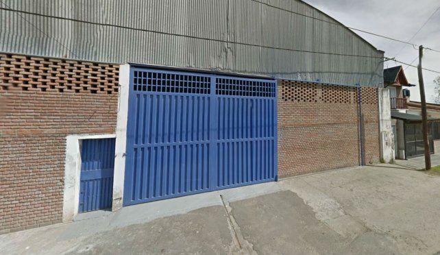El taller donde ingresaron ladrones armados y golpearon a los empleados.