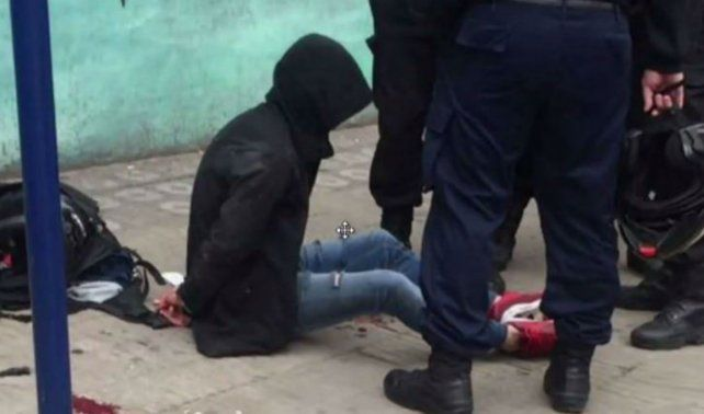 El ladrón quedó detenido por la policía.