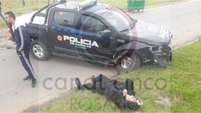 Impactante. El patrullero policial que chocó en Pueyrredón y Centeno dejó tres heridos.