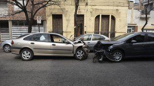 El Laguna que provocó la tragedia y el Peugeot 308 que venía por la mano contraria y también fue impactado por el Renault.