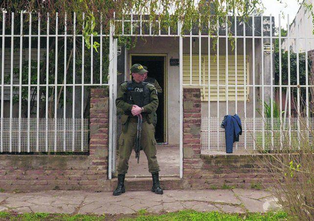 perú al 400 bis. Gendarmería y PDI allanaron ayer una vivienda.
