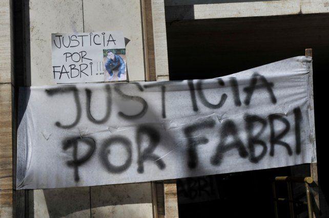 En la manifestación de esta noche recordaron a Fabricio una una suelta de globos con su nombre escrito.