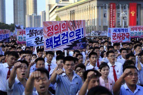 Provocación. Cientos de norcoreanos protestan por las sanciones impuestas por la ONU.