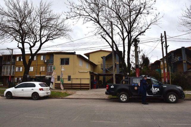 Policías en el lugar donde se produjo el homicidio.
