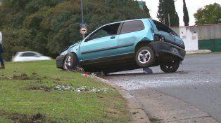 El conductor tiene 21 años y fue trasladado por una ambulancia del Sies a un hospital.