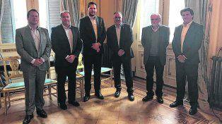 Cónclave. Miembros de la AEF con los funcionarios de la cartera nacional.