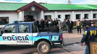 esquel. Efectivos de la Policía Federal allanaron ayer el Escuadrón 36 de Gendarmería