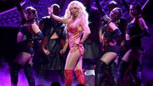 Britney Spears entró en pánico ante la irrupción de un extraño arriba del escenario