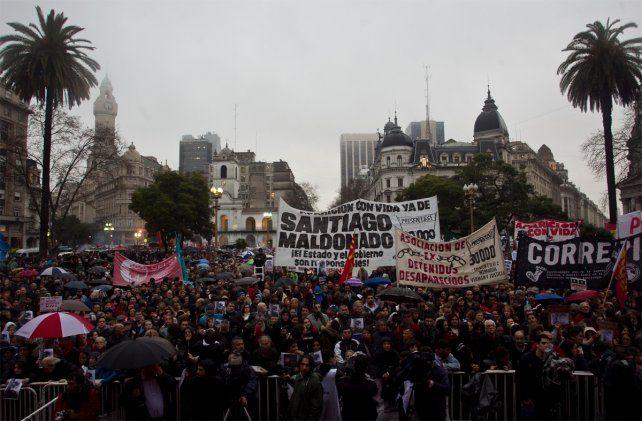 Reclamo multitudinario. La Plaza de Mayo se colmó para pedir por la aparición de Santiago Maldonado.