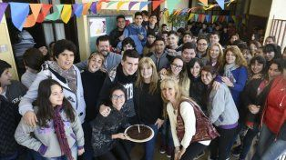Estudiantes de la Secundaria 630, con sus docentes y directivos, e integrantes del grupo reconocido por Ingenia.