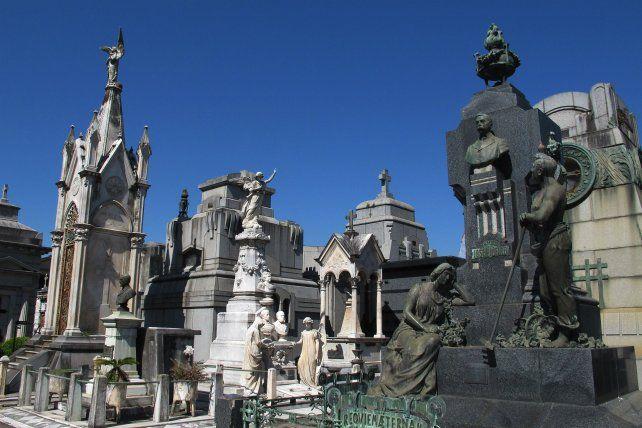 La necrópolis de Ovidio Lagos y Presidente Perón alberga gran parte de la historia de la ciudad.