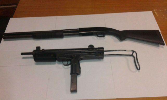 Las armas que ofrecía en la red social y por las que fue detenido.
