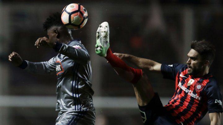 Codiciado. Caruzzo jugó el jueves para San Lorenzo ante Emelec por la Copa. Central lo quiere