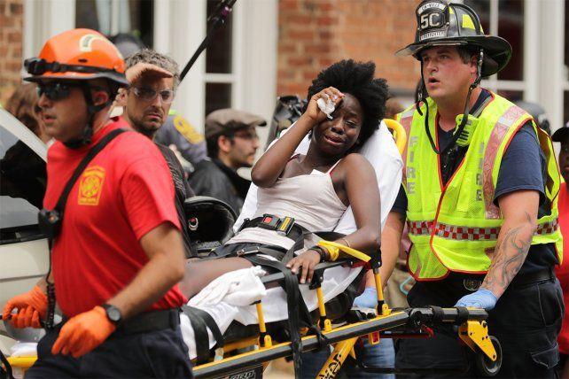 Triste escena. Una de las mujeres heridas en los enfrentamientos en Charlottesville