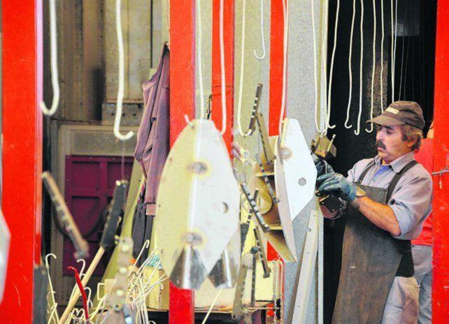 Manufactura. El sector manufacturero perdió 3.221 despidos por mes.
