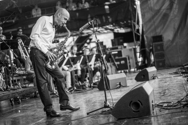 El saxofonista puertorriqueño tocará por primera vez en Rosario esta noche en el Galpón de la Música.