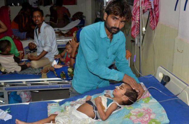 Varios medios indios informaron que decenas de niños murieron el jueves y el viernes por falta de reservas de oxígeno.