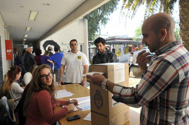 La jornada de votación de hoy le otorgará una fisonomía particular a la ciudad.