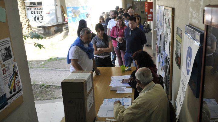 Arrancó la votación y Santa Fe elige candidatos a diputado en el primer test electoral de Macri