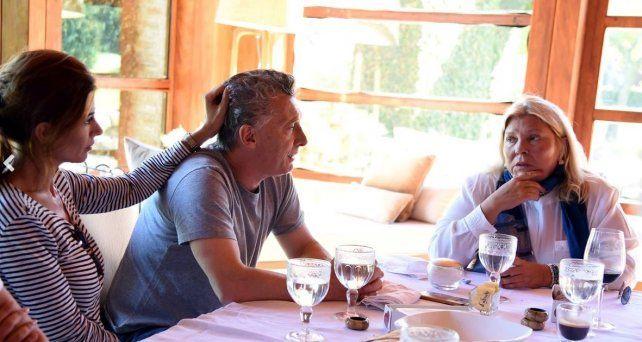 Elisa Carrió almorzó con Macri, votó feliz pero fue increpada por manifestantes