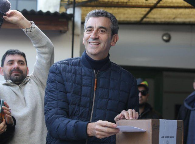 Randazzo votó en una mesa presidida por su hijo de 16 años y dijo que el resultado será inapelable